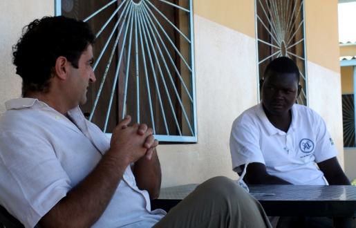 P. Pedro con uno de sus principales colaboradores, Sr. Charenga / Moncho Torres