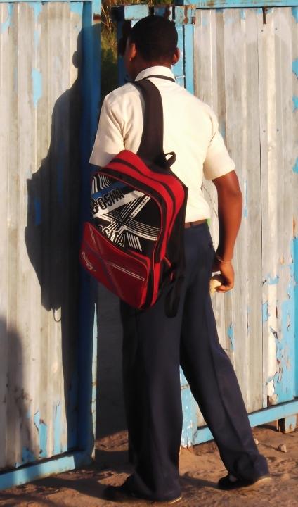 Saliendo con la mochila a cuestas (Foto Lar S. Jerónimo)