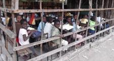 En una clase provisional para acoger más niños / LSJ